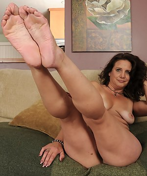 Hot moms feet naked excellent