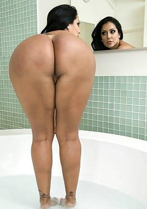 Hot girls bathing sucking