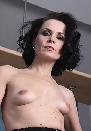 Small Tits Moms Porn Pictures