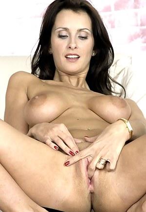Moms Masturbation Porn Pictures