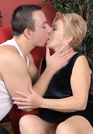 Recommend you naked moms kissing apologise, but