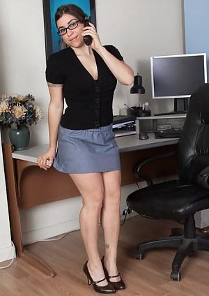 Moms Secretary Porn Pictures