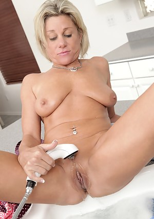 Mommys wet pussy