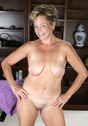 Naked mom short hair