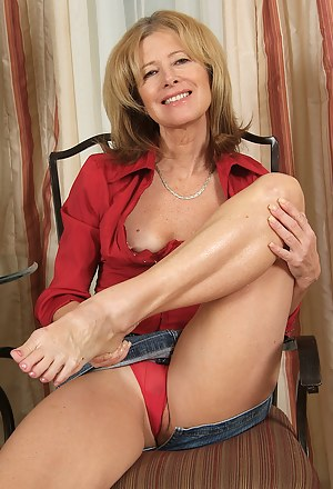 Moms Legs Porn Pictures