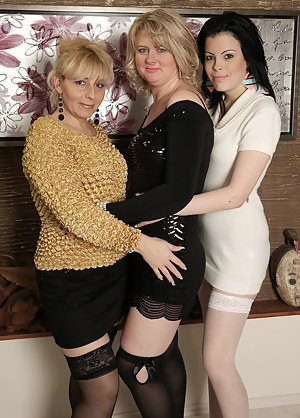 Lesbian Moms Orgy Porn Pictures