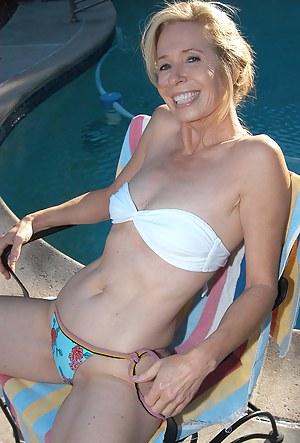 Mature women in yellow bikinis-nude gallery