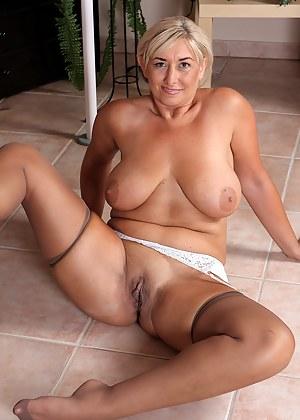 Cougar women nude mom