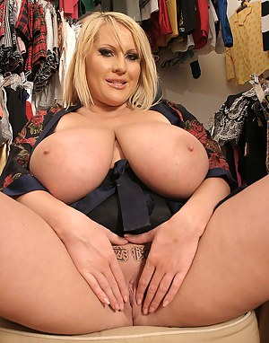 Thick hot mom