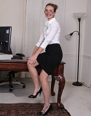 Office Moms Porn Pictures