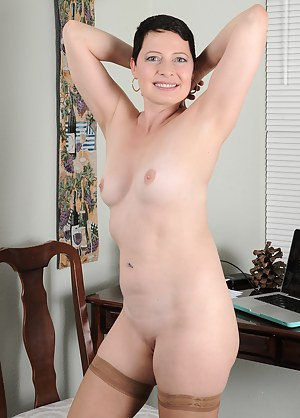 Short Hair Moms Porn Pictures